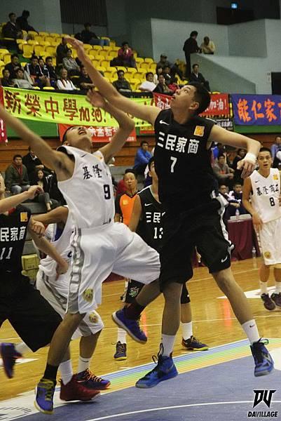 102學年HBL27日三民中鋒孫偉勝賞基商辣鍋