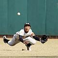 中道右外野手飛撲試圖接球