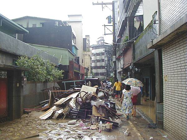 納莉颱風忠孝東路巷子