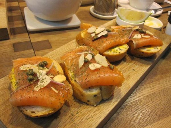 挪威燻鮭蒔蘿三明治.jpg