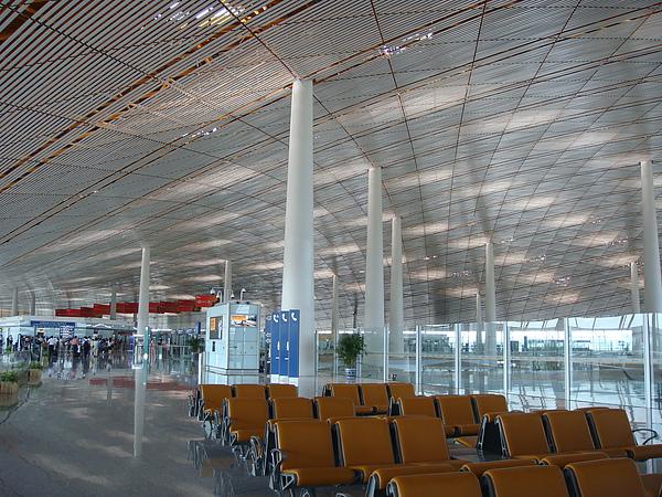 機場內明亮的設計.JPG