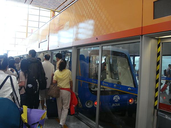 機場內電車.JPG