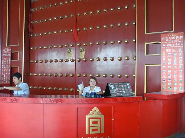 太和門裡也可以租講解器.JPG