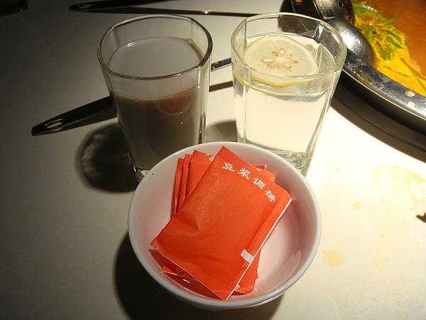 自選飲料(檸檬水.五穀豆漿.涼茶)~$4.JPG