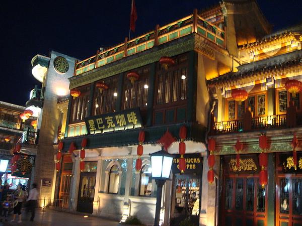 星巴克唯一寫中文的店家.JPG