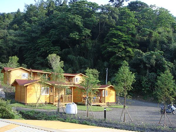 洛卡斯的小木屋區.JPG