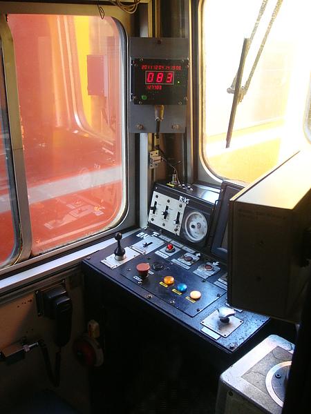 難得偷窺火車控制室.JPG
