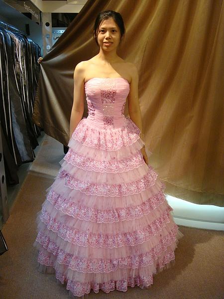 我好喜歡這粉色蛋糕裙.JPG