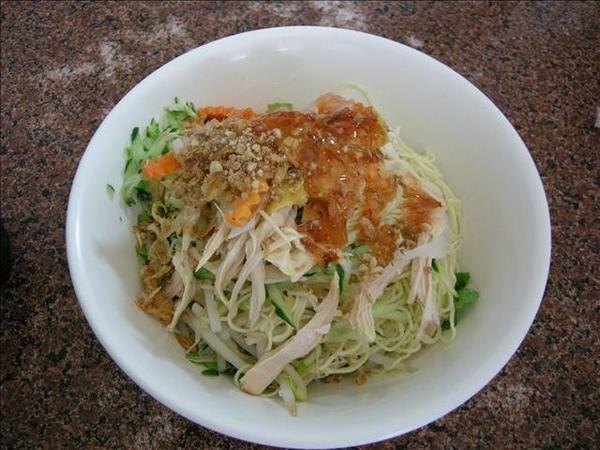 越式料理~雞肉蛋麵