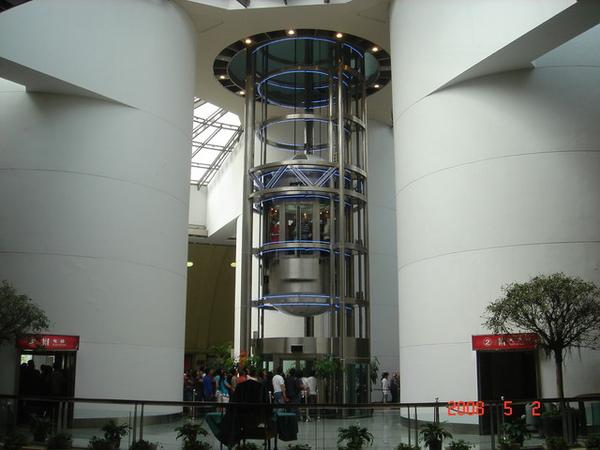 我們要搭電梯去263公尺高的觀光層