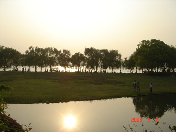 很美的西湖夕陽
