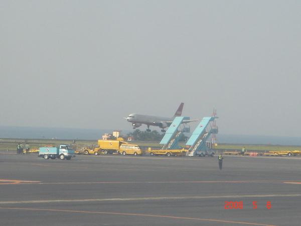 剛好遇到待會要搭的B27021落地