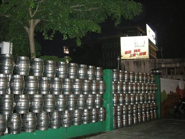 這些通通都是啤酒桶
