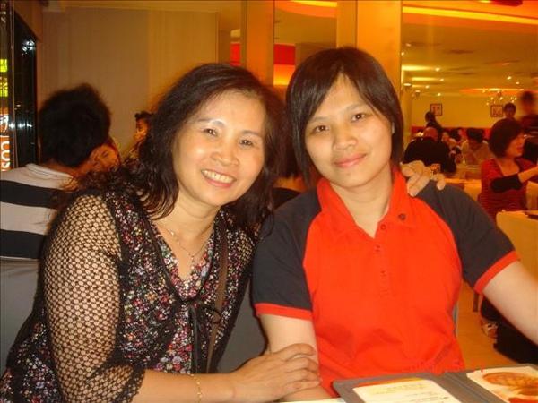 今天是母親節..也是我妹的生日
