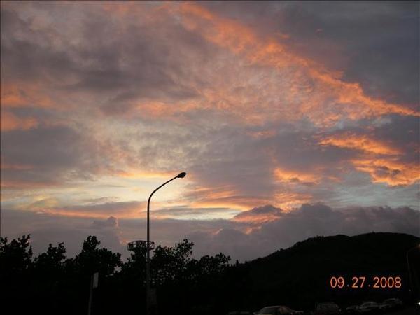 颱風來臨前的夕陽
