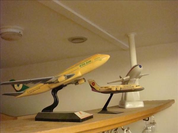 中間那是古董的馬公航空