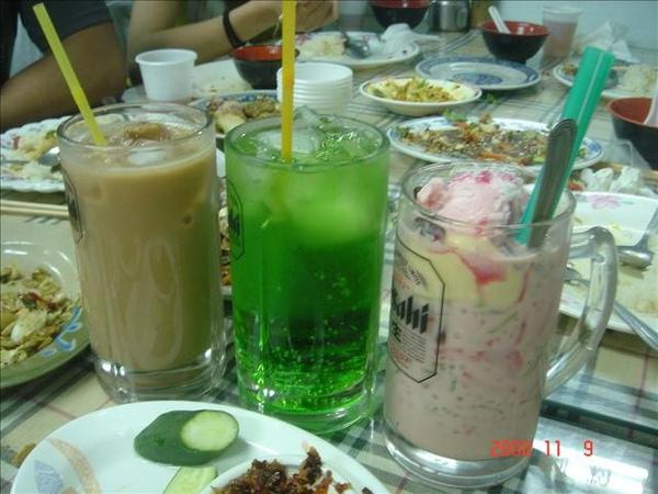 飲料~泰式奶茶&蘇打綠&摩摩喳喳