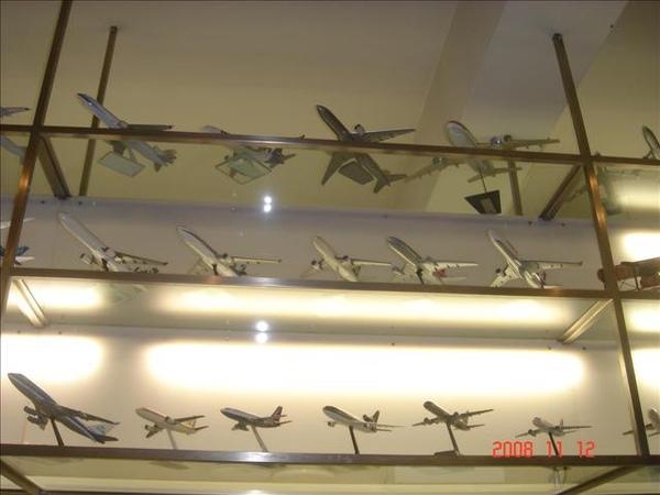 飛機模型和沒有招牌是這間店的特色