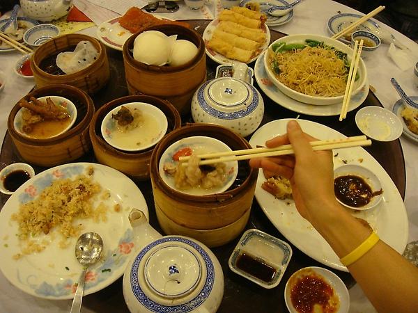 滿桌子的好菜.JPG