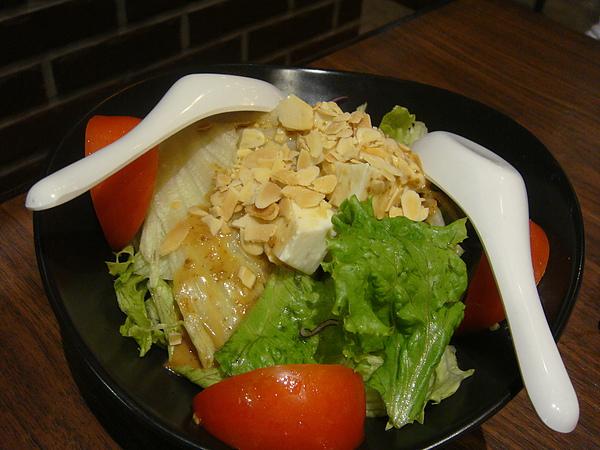 手工豆腐沙拉~$100.JPG