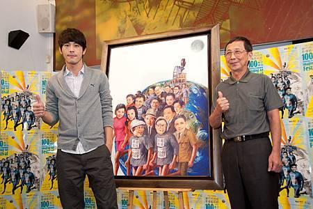 黃騰浩與主視覺彩概念彩繪畫家魏榮欣