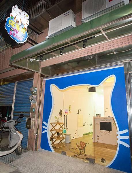 貓旅館貓頭大門、招牌