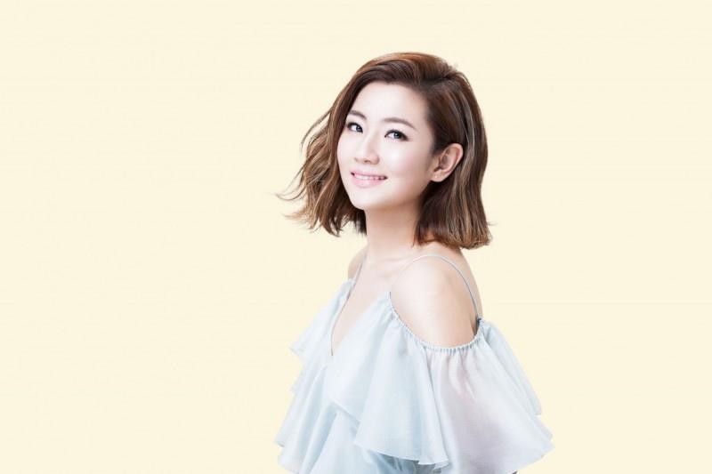 201607 倩碧 品牌大使 任家萱 selina hc group 02.jpg