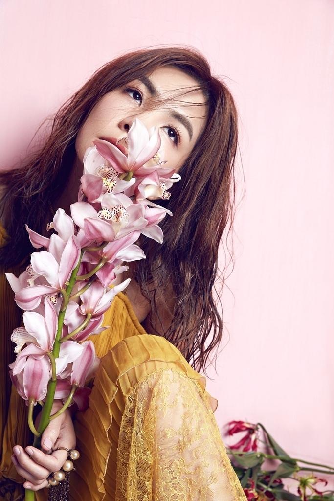 201608 美麗佳人 封面人物 陳嘉樺 ella  hc group 03.jpg