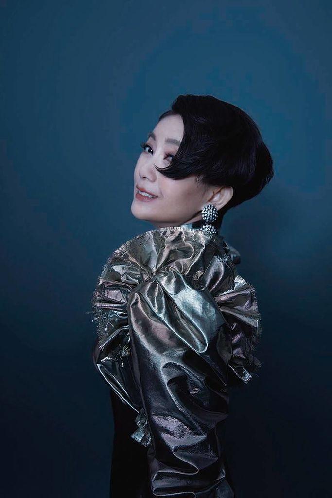 201910 周思潔 全新專輯 傻傻的花 johnny by hc group 04.jpg