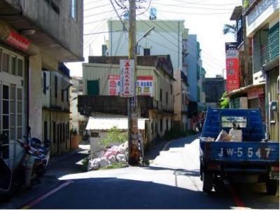 狹窄的巷道與老舊的建築1.JPG
