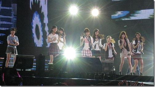 800px-Girls_Generation_in_BKK