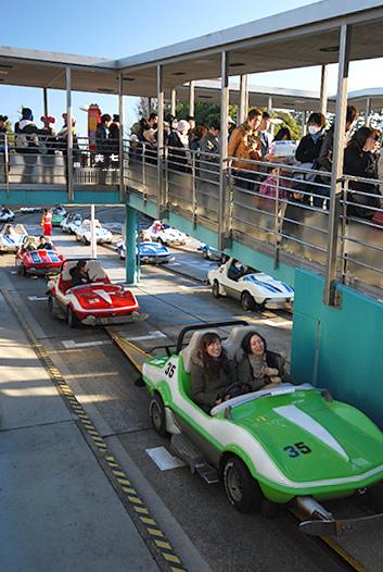 迪士尼樂園的迷你賽車