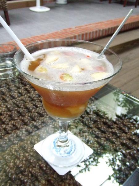 冰水果茶(160元)