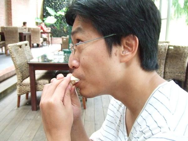 小蔥嗑三明治的怪表情,愛演