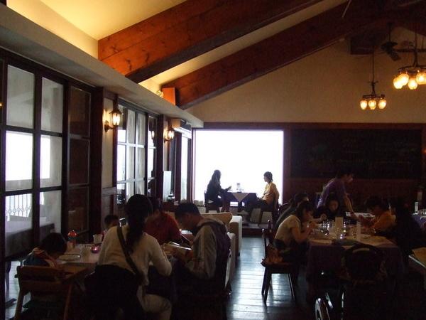 店內其實已經很多客人在享用午餐了