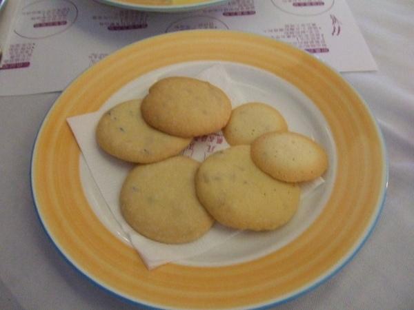 因為不餓,我只點了手工餅乾跟水果茶,餅乾超好吃的啦