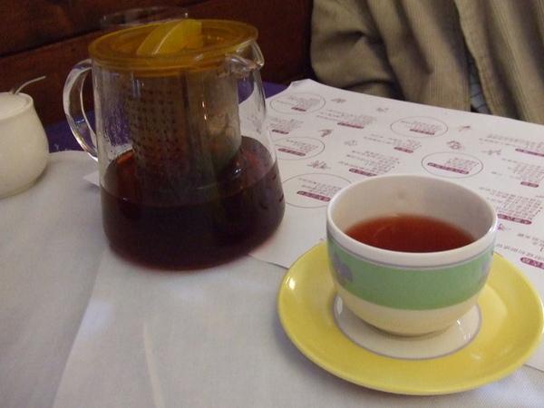 飯後飲料是花草茶,也蠻好喝的