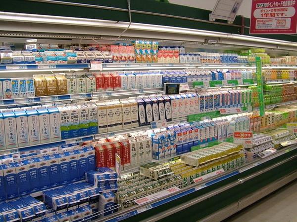 光個牛奶跟豆乳就可以擺滿整個冰櫃,多到不知道買什麼好