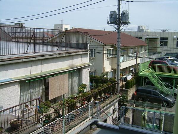 從房間窗戶望出去的景色,宿舍是在一般住宅區內,超安靜