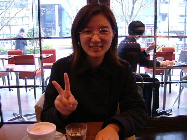 06/04/11今天跟即將回台灣的玫汝見面,兩人閒聊了很久