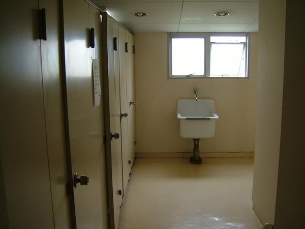 廁所景觀,不過宿舍環境都打掃的非常乾淨,這點又跟大學時不太一