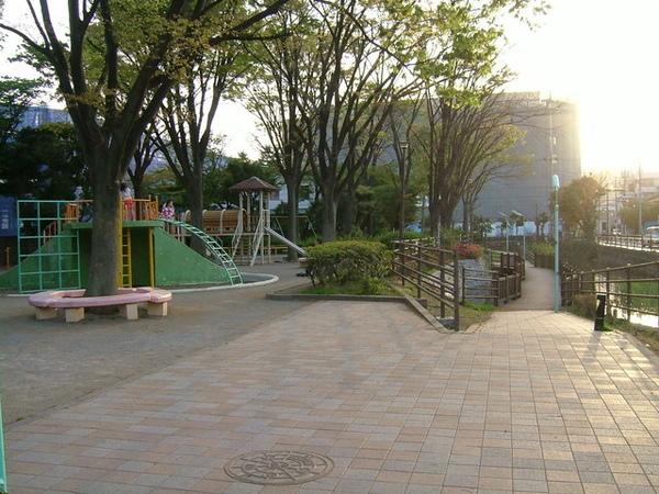06/04/18回家路上順路到可愛小公園盪鞦韆、照相