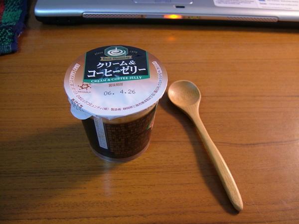 逛完街可是很累的,回宿舍後來享用我最愛的咖啡凍