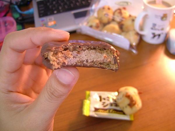 巧克力餅的內餡口味跟台灣的不一樣,日本的比較好吃喔