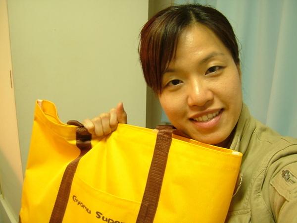 小老百姓就是這樣,不過一個購物袋,就能開心半天~喔,還真高興