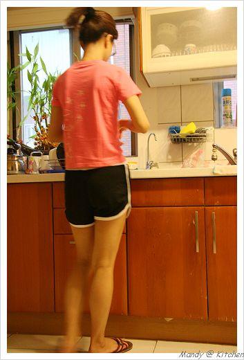 廚房的肥胖身影