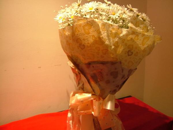 06/02/19小凱很有心機的在星期五下午先買的情人節花束
