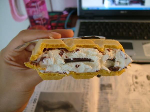 到處都有巧克力片,讚,冰淇淋也好吃喔
