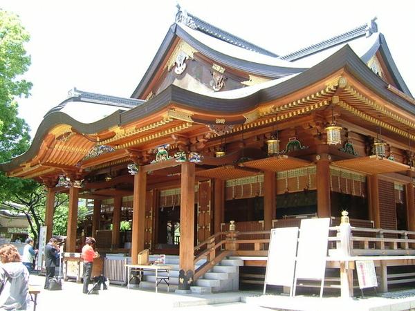 由另一個角度拍攝湯島神社