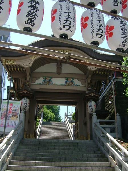 湯島神社在切通坂的入口